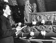Beverly Cooper, 1949 Fulbright US Graduate Student, studies a Māori waka