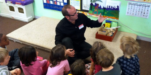 Fraser Hill, principal of Swannanoa School in Rangiora, reads to American children during his Fulbright exchange to the US in 2013. New Fulbright Distinguished Awards in Teaching increase the number of exchange opportunities available to teachers.